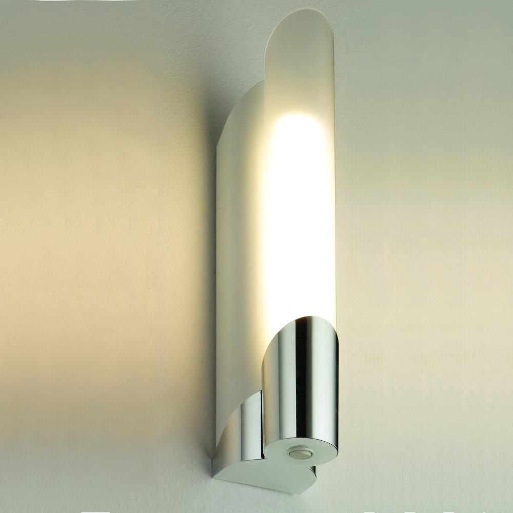 Bad- und Spiegelleuchte mit oder ohne Steckdose in chrom | WOHNLICHT