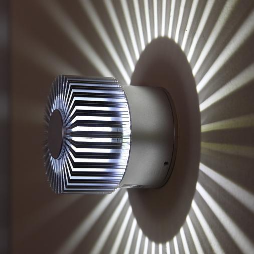 LED Wand- und Deckenleuchte für den Innen- und Außenbereich mit ...