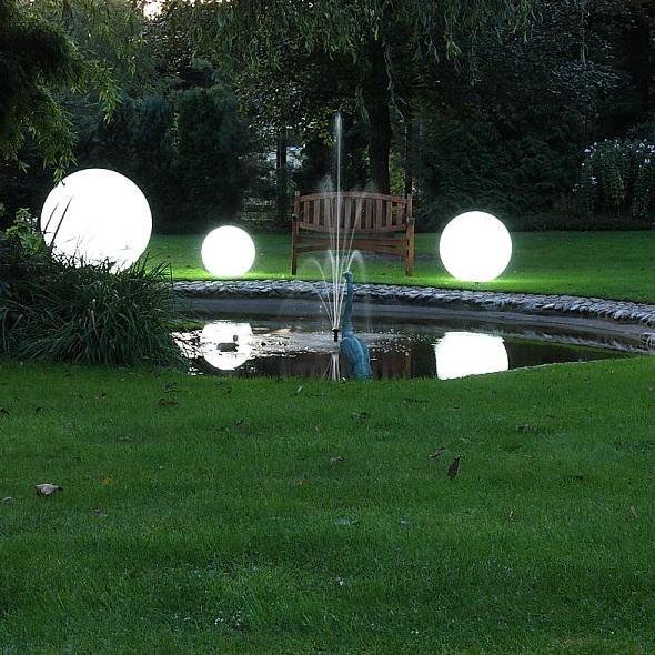 Gartenbeleuchtung durch Kugelleuchten
