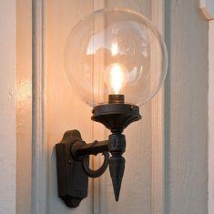Außenwandlampe, Kugel aus witterungsbeständigem Kunststoff