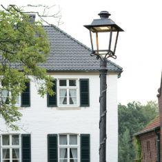 Formschöne LED-Mastleuchte in Eisen natur - handgeschmiedet aus Gusseisen - Höhe 4m - LED-Modul 35W 3000K
