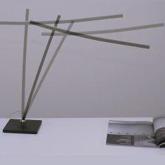 LED-Tischleuchte in mattem Schwarz mit LED