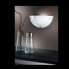 Moderne Wandleuchte mit Halbschale opal und klarem Rand - verchromte Glashalterungen