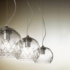 Pendelleuchte mit klarem Kunstglas für eine effektive Lichtausbeute
