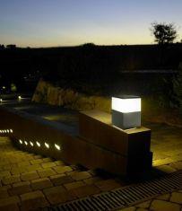 Schlagfeste Sockelleuchte IK10, Höhe 23cm, IP54 aus Aluminium mit hohem Reinheitsgrad, 3 Farben verfügbar