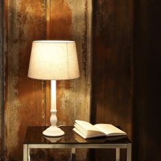 Tischlampe mit grauem Stoffschirm