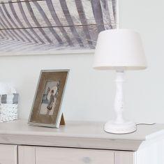 Tischleuchte Mit Holzfuß In Weiß Und Leinenschirm