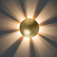 Wandleuchte in Blattgold-Optik