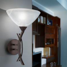 Wandleuchte im Landhausstil mit weißem Alabasterglas