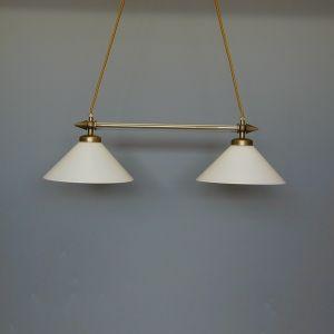 Doppelpendelleuchte in altmessing mit weißem Opalglas