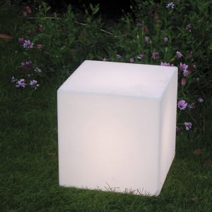 Leuchtwürfel für Außen in 20cm Kantenlängen IP55 mit Steckerzuleitung und Erdspieß
