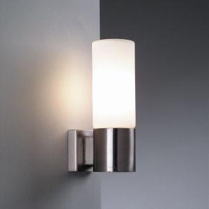 Moderne Wandleuchte mit Opalglas in Nickelmatt