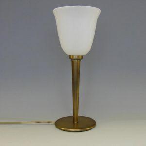 Tischleuchte in Altmessing, Opal-Glasschirm oben offen