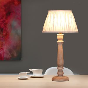 Tischleuchte mit Holzfuß und Plissee Lampenschirm