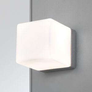 Wandleuchte Cube in kubischem Design, Opalglas