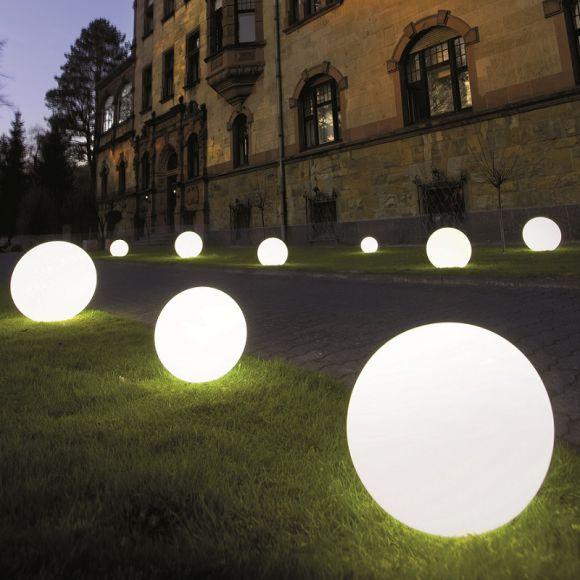 Außenleuchte Snowball aus satiniertem Kunststoff in vier Durchmessern