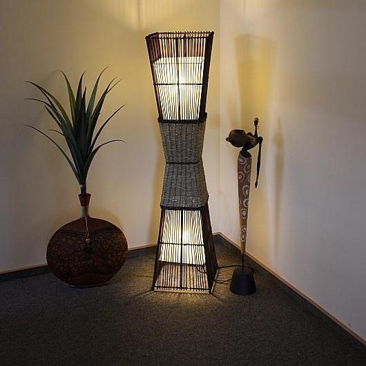 Bamboo Afrika-Look-Stehleuchte aus Rattan und Bastgeflecht