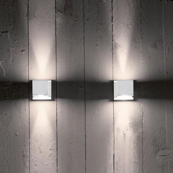 Wandleuchte aus Metall Breite 10cm mit indirektem Lichtspiel