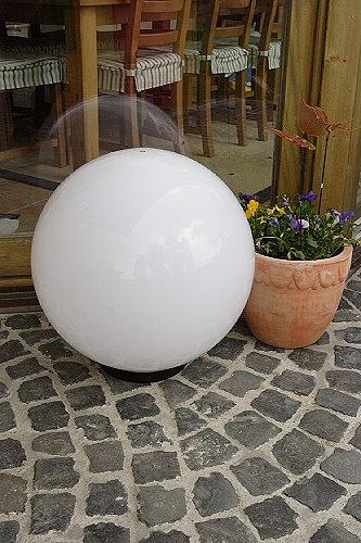 LHG Kugelleuchte Ø 40 cm zur Direktmontage mit quer gestreiftem Leuchtmittel