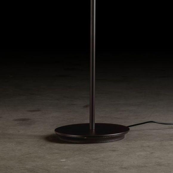 Holtkötter LED-Standfluter Plano in 2 Oberflächen