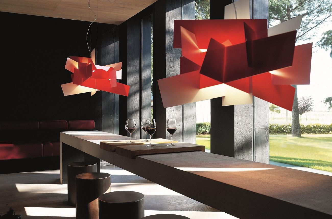 Halogenlampen als Innenleuchten mit ausgefallenem Design in Rot