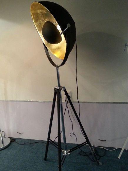 Stehleuchte Xirena Dreibein mit großem Schirm Ø 50cm