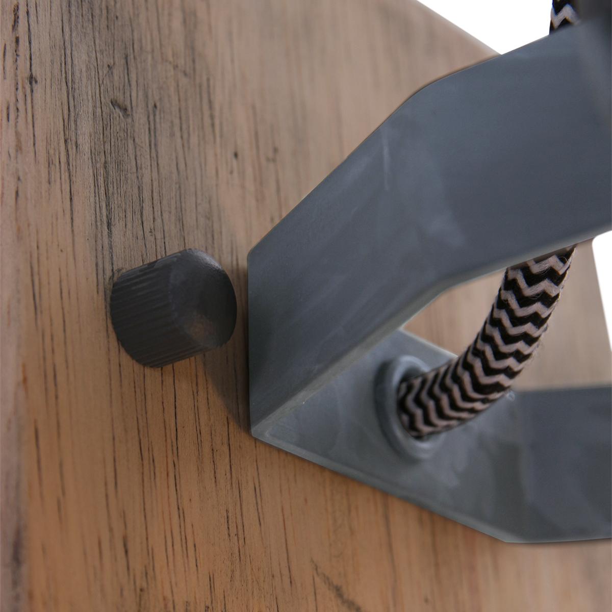 Rustikale Wandleuchte Anne Geurnesey Holz mit Metallelemente in weiß