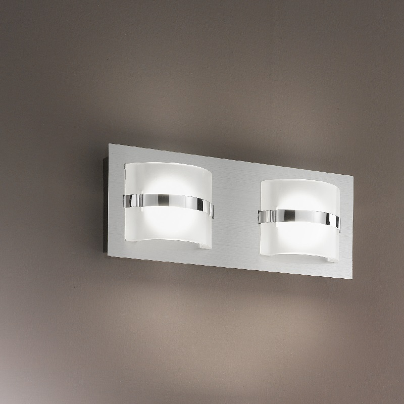 2 flg led wandleuchte eckig in nickel mit wei em glas wohnlicht. Black Bedroom Furniture Sets. Home Design Ideas