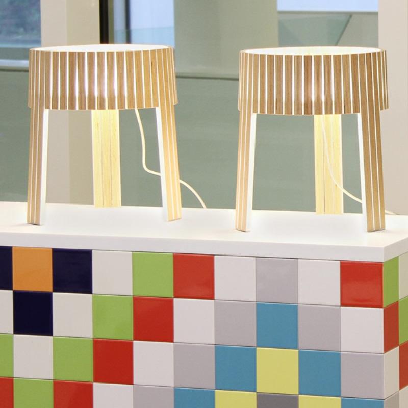 arturo alvarez dreibein tischleuchte shio 3 holzfarben w hlbar wohnlicht. Black Bedroom Furniture Sets. Home Design Ideas