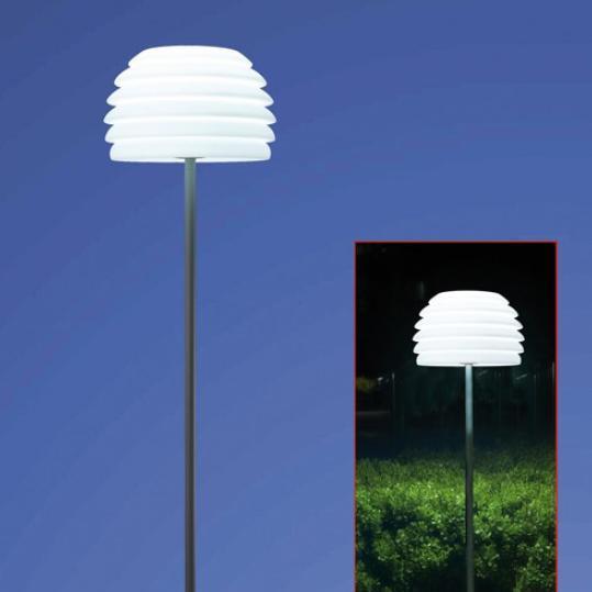 au en stehleuchte mit schirm aus polyethylen wohnlicht. Black Bedroom Furniture Sets. Home Design Ideas