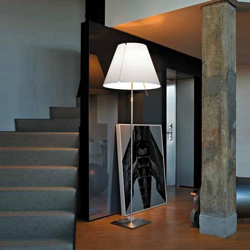 designer stehleuchte grande costanza von luceplan aluminium mit wei em schirm wohnlicht. Black Bedroom Furniture Sets. Home Design Ideas