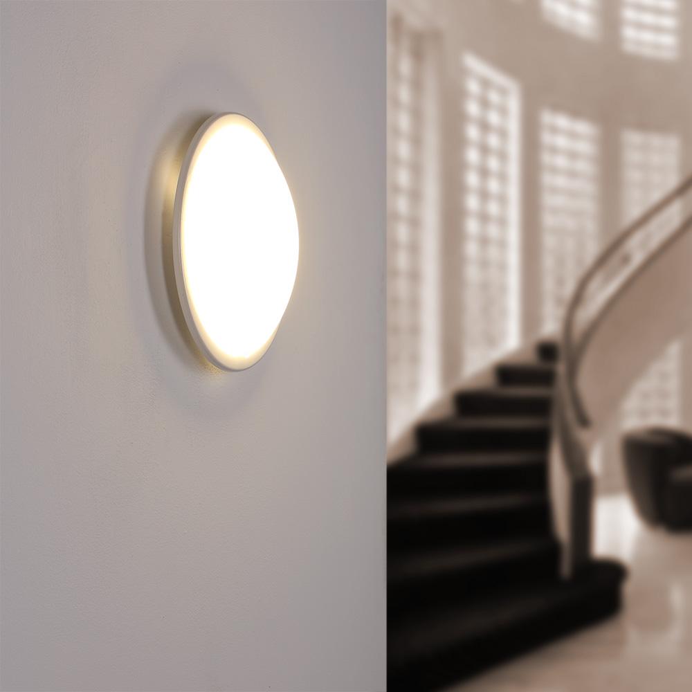 led wand oder deckenleuchte planet in wei oder chrom wohnlicht. Black Bedroom Furniture Sets. Home Design Ideas