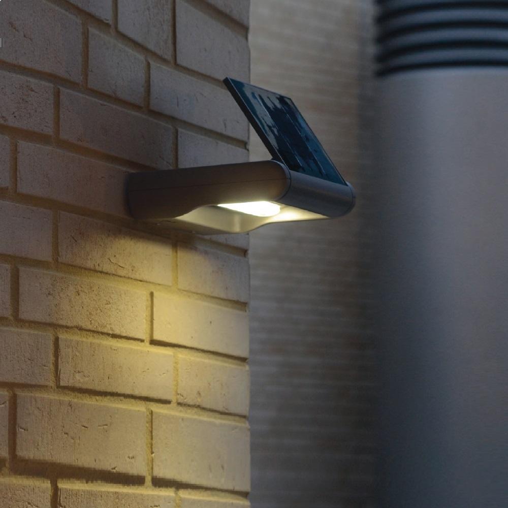 led solar wandleuchte mit dimmer in silber 2 lichtst rken wohnlicht. Black Bedroom Furniture Sets. Home Design Ideas