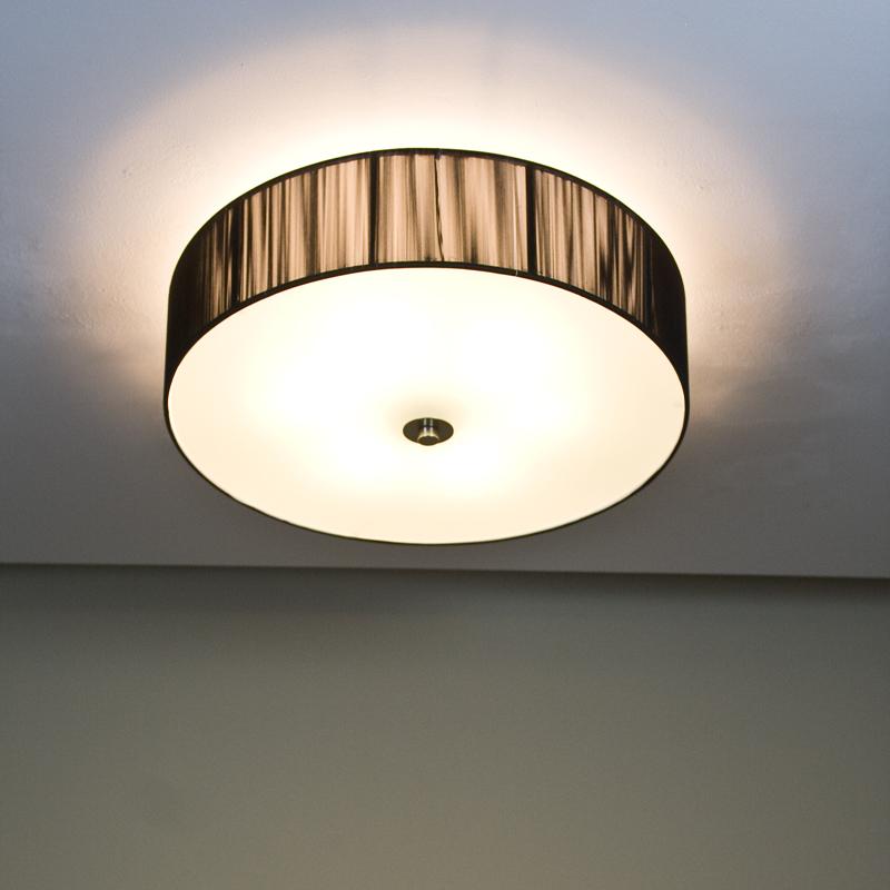 runde deckenleuchte mit schwarzem schirm in fadenoptik d. Black Bedroom Furniture Sets. Home Design Ideas