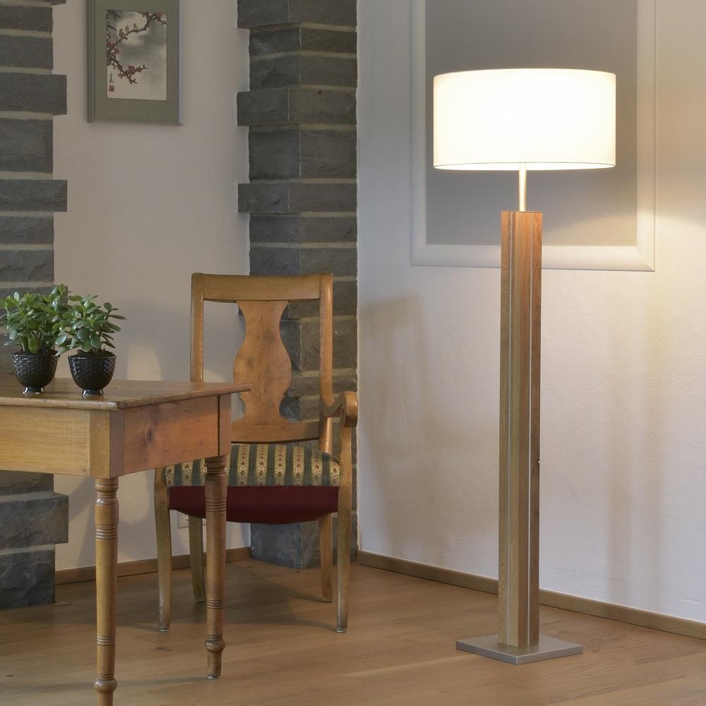 stehleuchte dana von herzblut mit holz eiche ge lt eiche. Black Bedroom Furniture Sets. Home Design Ideas