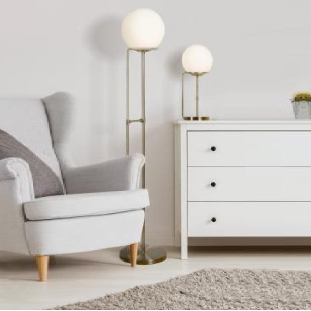 stehleuchte in messing antik mit opalglasschirm wohnlicht. Black Bedroom Furniture Sets. Home Design Ideas