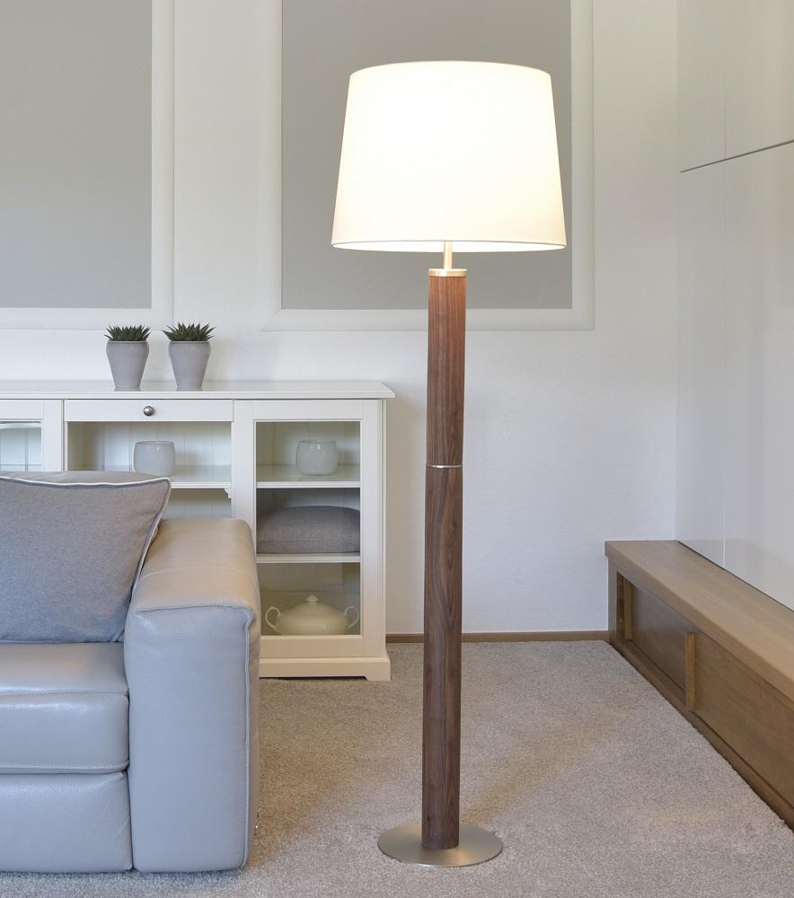 stehleuchte ronda von herzblut mit holz wohnlicht. Black Bedroom Furniture Sets. Home Design Ideas