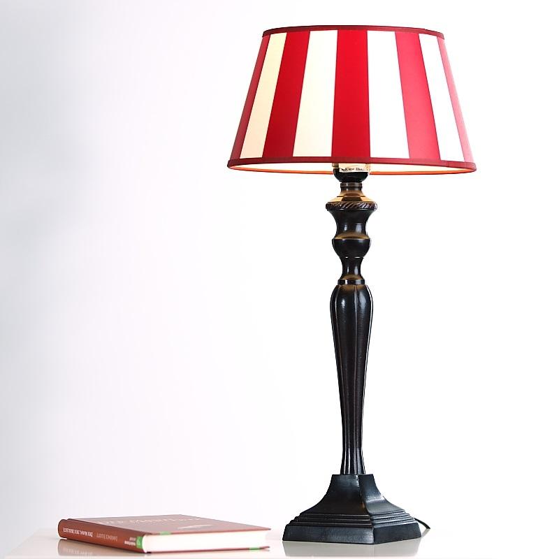 tischleuchte mit fu in braun antik und rot cremefarbenen schirm wohnlicht. Black Bedroom Furniture Sets. Home Design Ideas