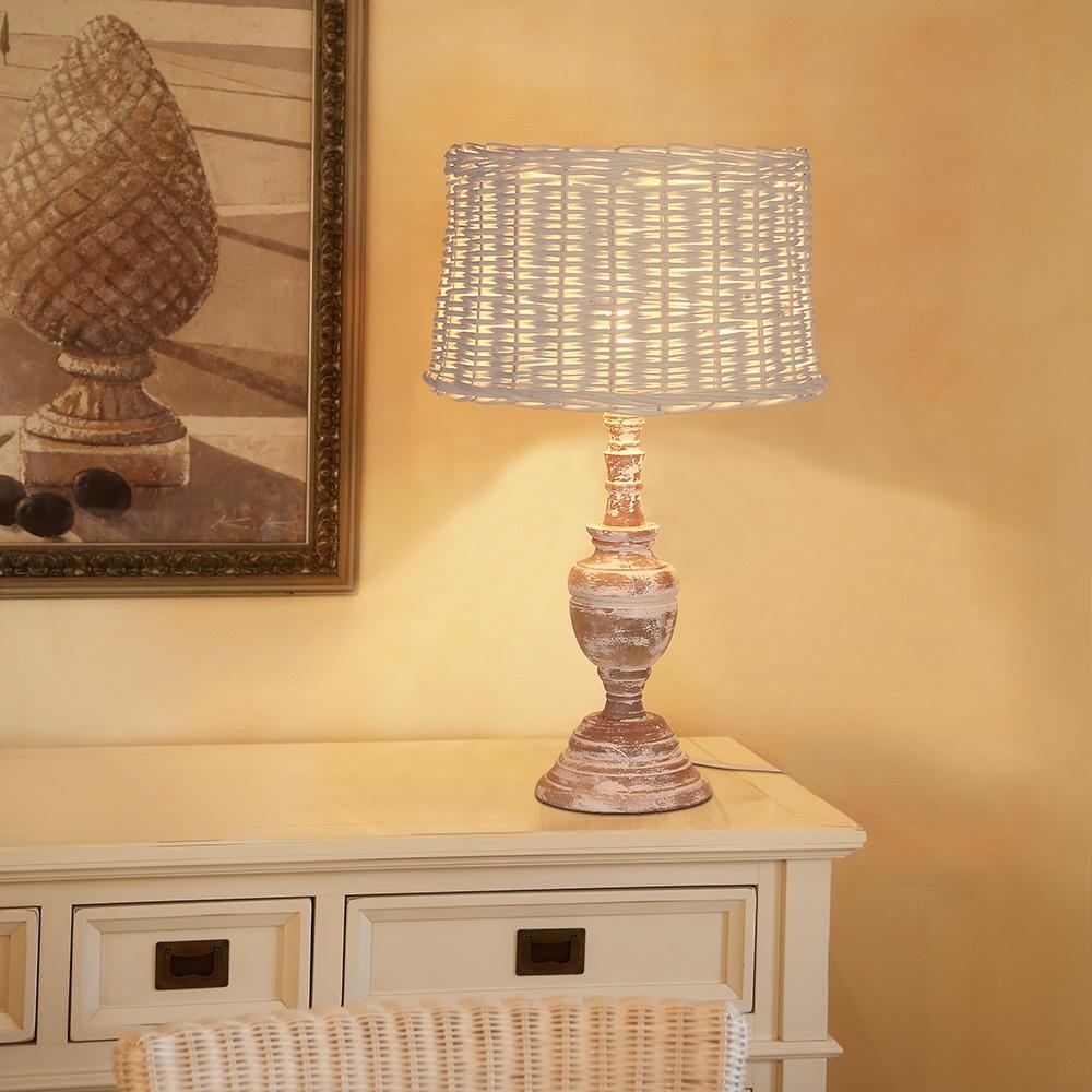 tischleuchte mit holzfu im shabby chic wohnlicht. Black Bedroom Furniture Sets. Home Design Ideas