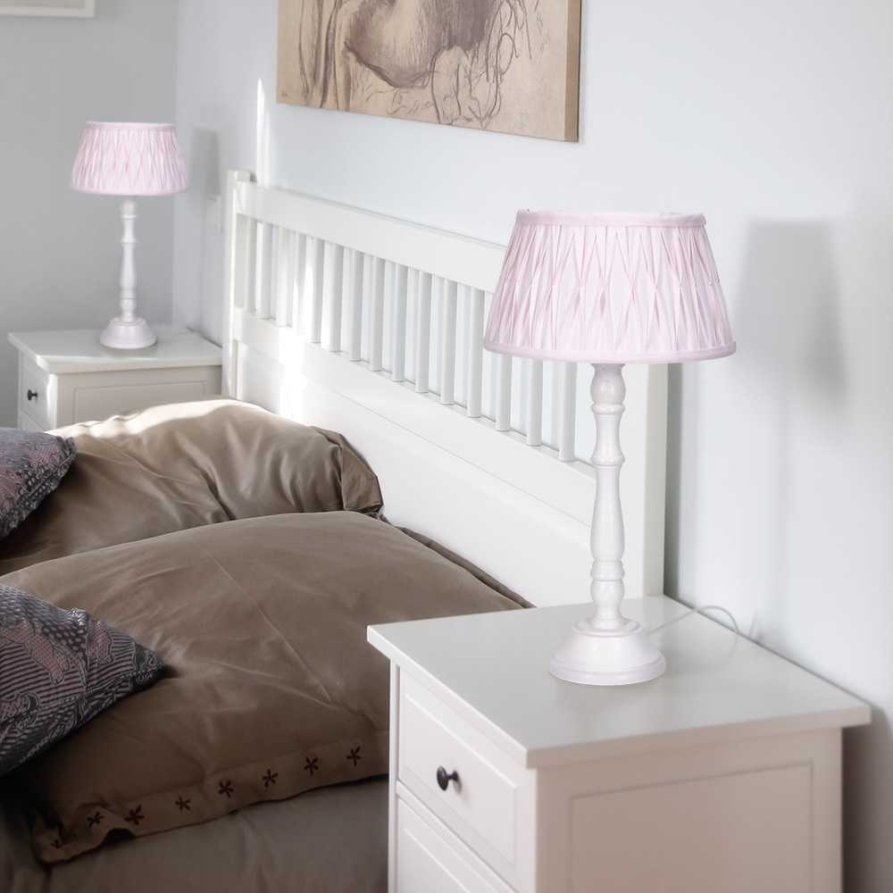 tischleuchte mit holzfu und stoffschirm in rosa wohnlicht. Black Bedroom Furniture Sets. Home Design Ideas