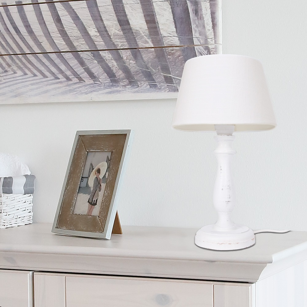 tischleuchte mit holzfu in wei und leinenschirm wohnlicht. Black Bedroom Furniture Sets. Home Design Ideas