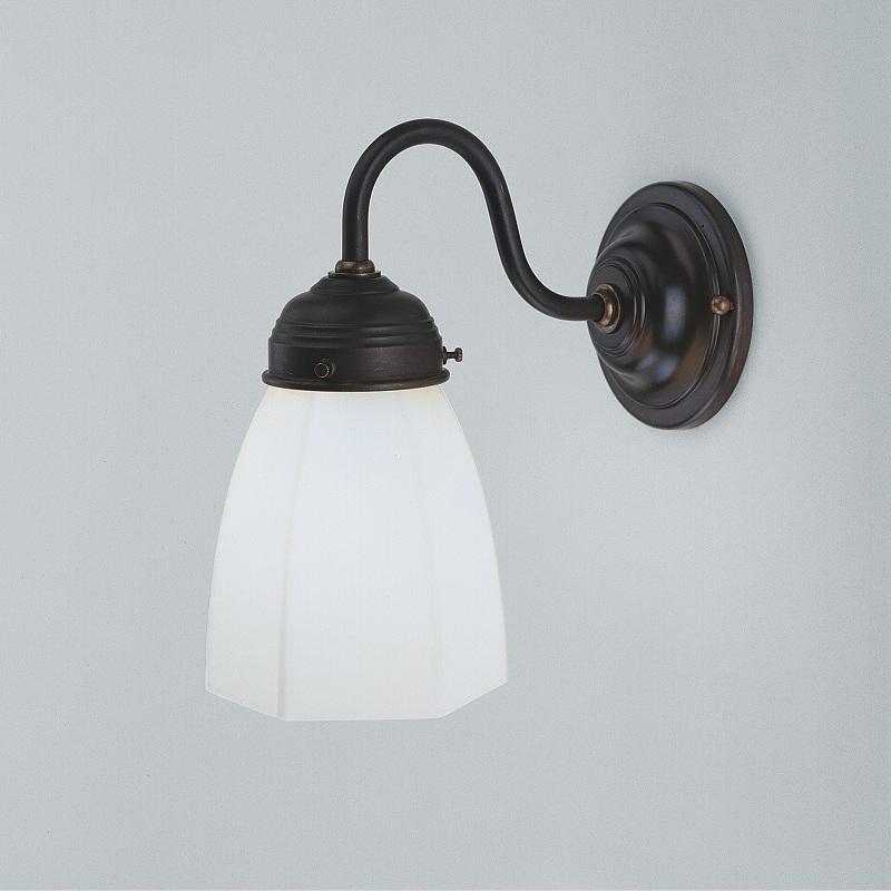 wandleuchte in messing antik mit gl nzendem opalglas 11cm wohnlicht. Black Bedroom Furniture Sets. Home Design Ideas