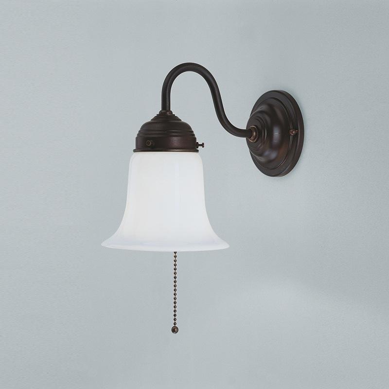 wandleuchte in messing antik mit opalglas und zugschalter antik patiniert antik wohnlicht. Black Bedroom Furniture Sets. Home Design Ideas